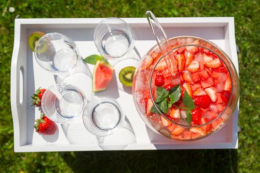 スイカ「Watermelon strawberry kiwi bowle on tray」:スマホ壁紙(9)