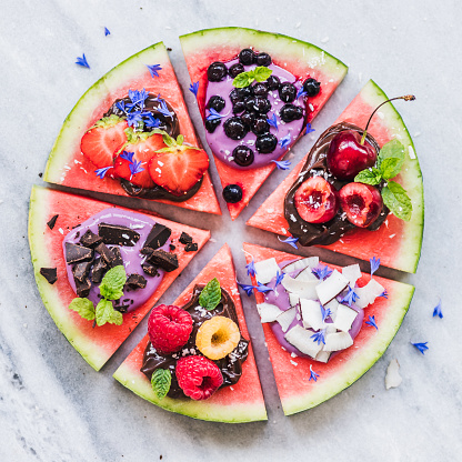 Mint Leaf - Culinary「Watermelon pizza with fruit, chocolate and yogurt toppings」:スマホ壁紙(7)