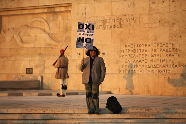 Crisis「Greeks Gather Outside Parliament As Economic Debate Continues」:写真・画像(14)[壁紙.com]