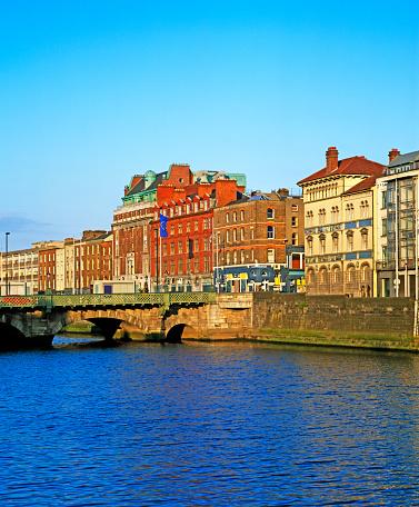 Liffey River - Ireland「Cityscape view of Dublin along River Liffey」:スマホ壁紙(17)