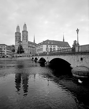 River「Cityscape view of Zurich」:スマホ壁紙(1)