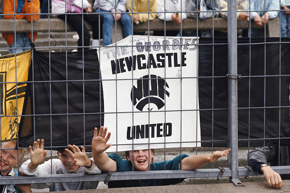 Club Soccer「Newcastle United Fans behind Safety Fence at St James' Park」:写真・画像(15)[壁紙.com]