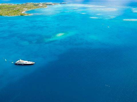 アンティグアバーブーダ「Antigua and Barbuda, Antigua, Green Island, Green Bay, motor yacht」:スマホ壁紙(5)
