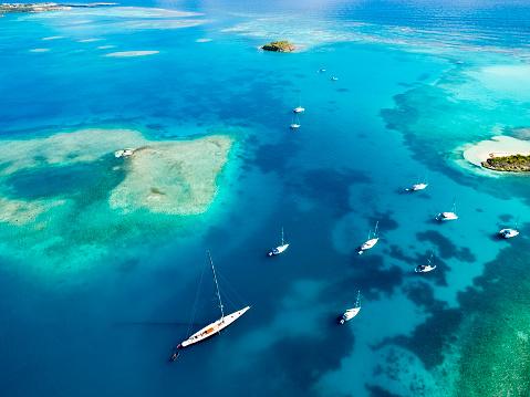 アンティグアバーブーダ「Antigua and Barbuda, West Indies, Antigua, Green Island, Green Bay, maxi yacht」:スマホ壁紙(16)