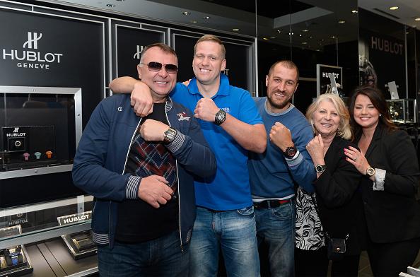 Boxer Sergey Kovalev「Hublot Brand Ambassador Sergey Kovalev Visits The Hublot Las Vegas Boutique」:写真・画像(8)[壁紙.com]