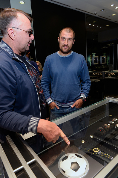 Boxer Sergey Kovalev「Hublot Brand Ambassador Sergey Kovalev Visits The Hublot Las Vegas Boutique」:写真・画像(19)[壁紙.com]