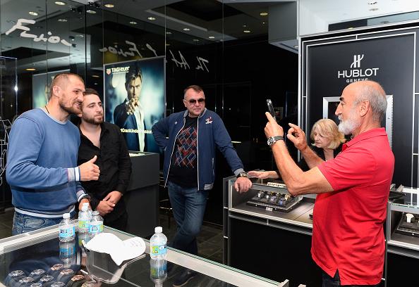 Boxer Sergey Kovalev「Hublot Brand Ambassador Sergey Kovalev Visits The Hublot Las Vegas Boutique」:写真・画像(16)[壁紙.com]