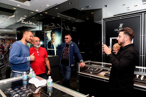 Boxer Sergey Kovalev「Hublot Brand Ambassador Sergey Kovalev Visits The Hublot Las Vegas Boutique」:写真・画像(17)[壁紙.com]