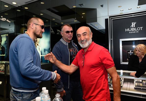 Boxer Sergey Kovalev「Hublot Brand Ambassador Sergey Kovalev Visits The Hublot Las Vegas Boutique」:写真・画像(18)[壁紙.com]