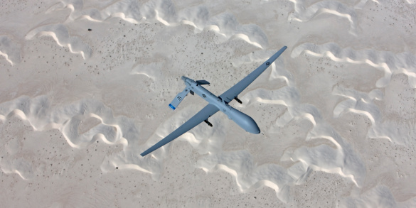 Animals Hunting「An MQ-1 Predator flies a training mission over the White Sands National Monument in Southern New Mexico.」:スマホ壁紙(9)