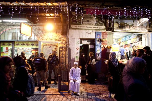 Human Role「East Jeruslaem Adorned With Ramadan Lights」:写真・画像(7)[壁紙.com]