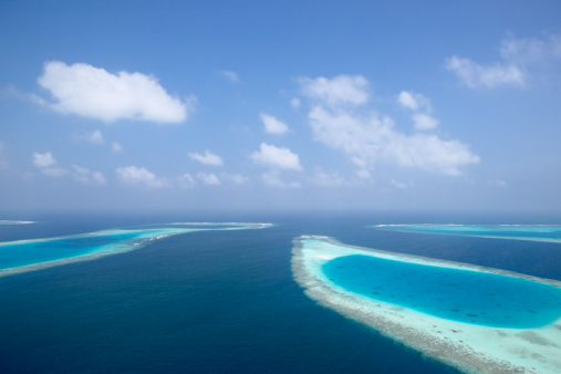 モルディブ「Atolls and coral reefs, aerial view」:スマホ壁紙(7)