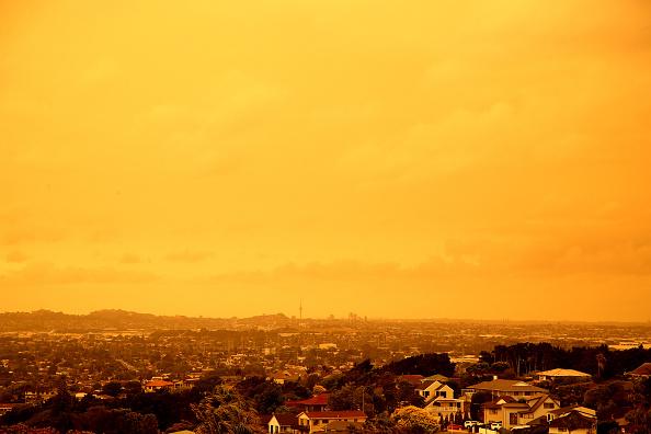 Auckland「Smoke From Australian Bushfires Blankets Auckland」:写真・画像(13)[壁紙.com]