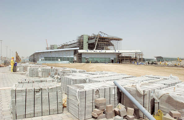 Mid Adult「Dubai Autodrome under construction at the Dubailand, Dubai, United Arab Emirates, September 2004. Transforming 7.5km of sandy desert in the heart of Dubai into a world class F1 circuit is no mean feat but to create it in only six months is super speedy.」:写真・画像(19)[壁紙.com]