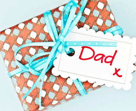 父の日「ギフトのパパ」:スマホ壁紙(3)