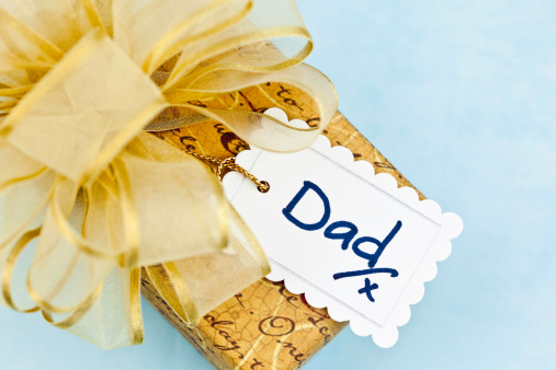 父の日「ギフトのパパ」:スマホ壁紙(2)