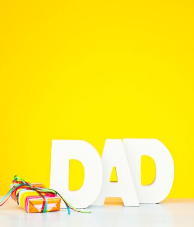 父の日「ギフトのパパ」:スマホ壁紙(12)
