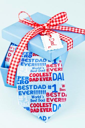 父の日「ギフトのパパ」:スマホ壁紙(4)