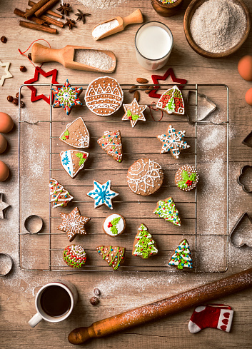 Mixing「Preparing Gingerbread Christmas Cookies in Kitchen」:スマホ壁紙(12)