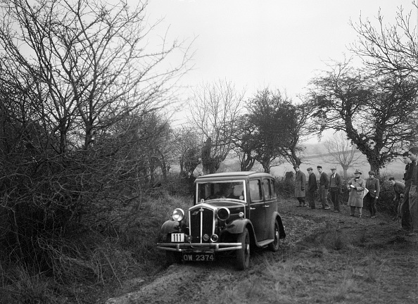 Country Road「Wolseley of LL Hunt at the Sunbac Colmore Trial, near Winchcombe, Gloucestershire, 1934」:写真・画像(14)[壁紙.com]
