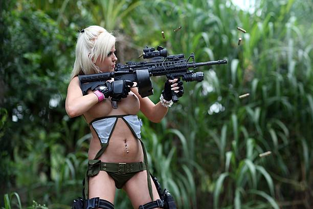 Web Reality Show Features Women In Bikinis With Automatic Weapons:ニュース(壁紙.com)