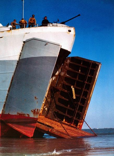Color Image「Landing Ship Tank」:写真・画像(4)[壁紙.com]
