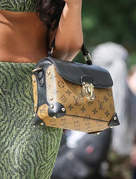 Louis Vuitton Purse「Street Style - New York Fashion Week September 2019 - Day 5」:写真・画像(12)[壁紙.com]