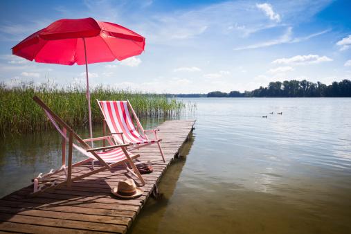 Sunshade「Deck Chairs on jetty」:スマホ壁紙(17)
