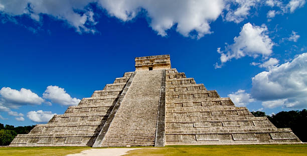 Mayan Pyramid in Mexico:スマホ壁紙(壁紙.com)