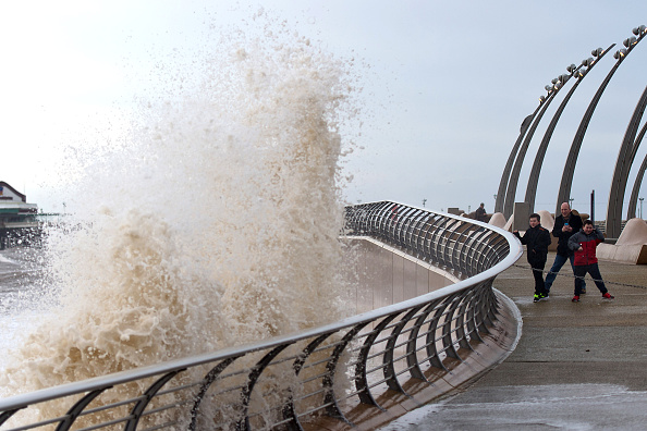 Water's Edge「Storm Frank Causes More Flooding In The North of England And Scotland」:写真・画像(18)[壁紙.com]