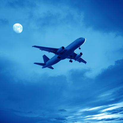 月「飛行機」:スマホ壁紙(8)