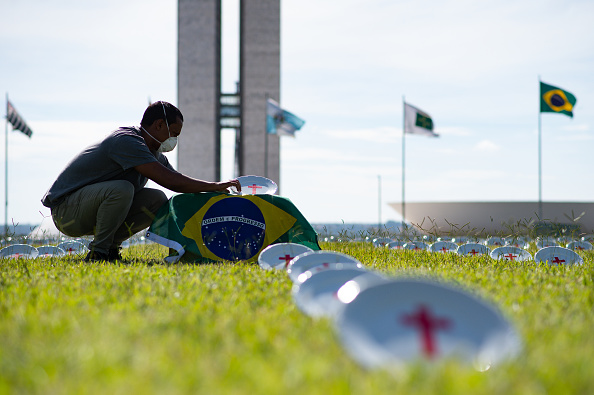 Brasilia「NGO Rio de Paz Activists Demand Return of the Government's Emergency Aid Amidst Coronavirus Pandemic」:写真・画像(10)[壁紙.com]