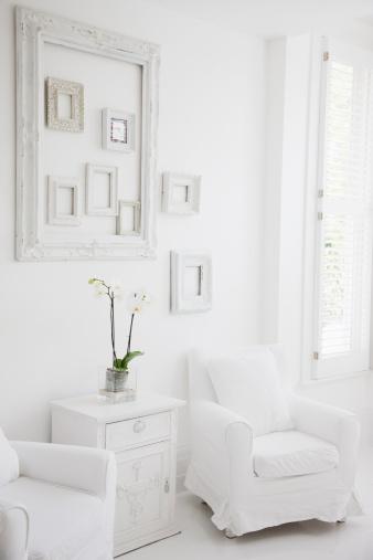 Armchair「Armchairs in elegant white living room」:スマホ壁紙(5)
