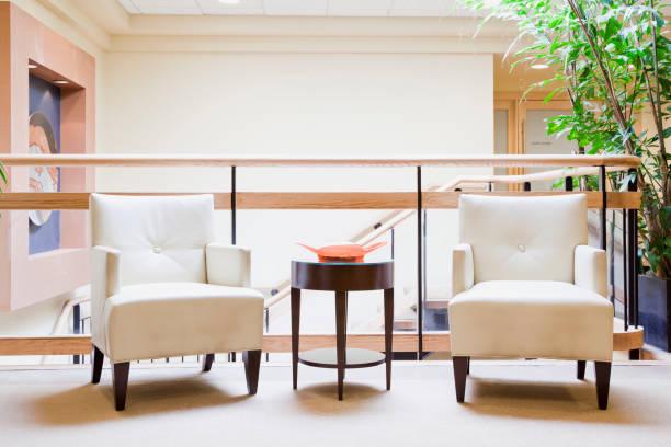 Armchairs in hotel lobby:スマホ壁紙(壁紙.com)