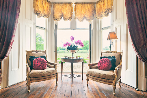 Lamp Shade「Armchairs in Bay Window of English Country House」:スマホ壁紙(6)