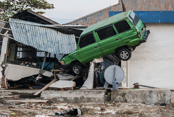 Tsunami「Deadly Earthquake and Tsunami Hits Indonesia's Island of Sulawesi」:写真・画像(7)[壁紙.com]