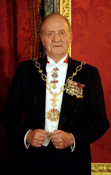 King - Royal Person「Spanish Royals Host Gala Dinner Honoring Argentina President」:写真・画像(2)[壁紙.com]