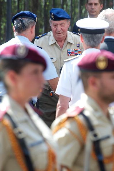 Carlos Alvarez「King Juan Carlos of Spain Visits Army General Staff」:写真・画像(13)[壁紙.com]