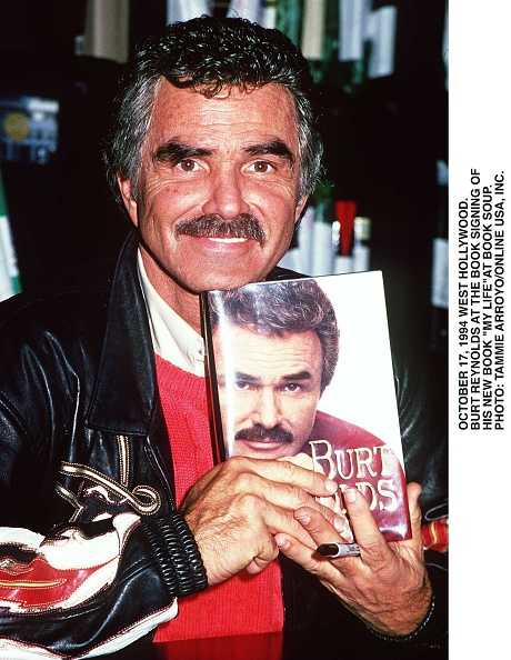 David Keeler「Pasadena Ca Burt Reynolds Signs Copies Of His New Book My Life At Book Soup」:写真・画像(10)[壁紙.com]