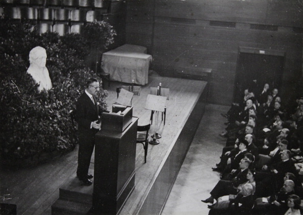 作家「Speech By Thomas Mann About Goethe As A Writer  At The Goethe-Jubilee In The Newly Built Weimarhalle In Weimar. March 22Th Of 1932. Photograph.」:写真・画像(10)[壁紙.com]