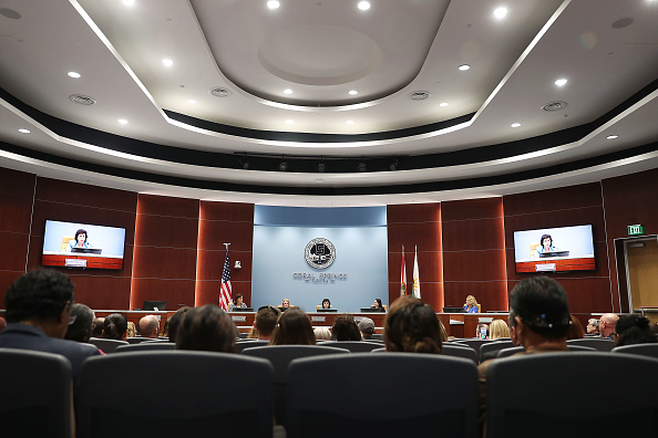 J R Smith「Town Of Coral Springs Holds Mental Health Town Hall In Wake Of Recent Suicides By Parkland School Shooting Survivors」:写真・画像(6)[壁紙.com]