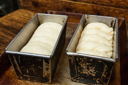 Bakery「Pans of bread ready for oven」:スマホ壁紙(10)