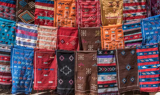 北アフリカ「Rugs for sale in souk of medina, Marrakesh, Morocco」:スマホ壁紙(18)
