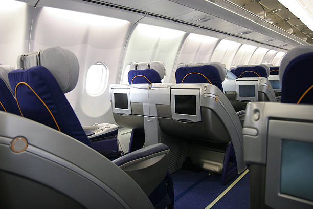 Business class airliner seat with multimedia monitor:スマホ壁紙(壁紙.com)