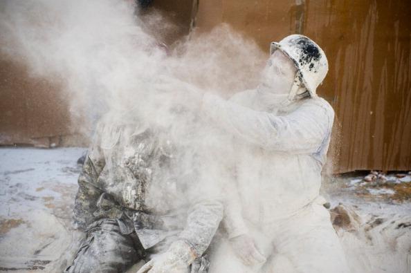 お祭り「Els Enfarinats Festival Celebrated With Flour Fight In Ibi」:写真・画像(10)[壁紙.com]