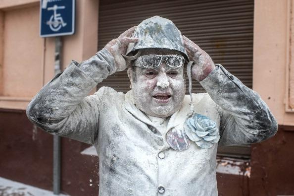 David Ramos「Els Enfarinats Festival Celebrated With Flour Fight In Ibi」:写真・画像(6)[壁紙.com]