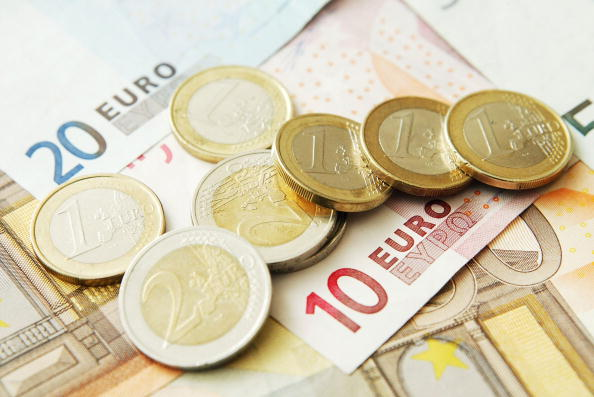 Currency「The Euro Reaches All-Time High Against The Dollar  」:写真・画像(14)[壁紙.com]