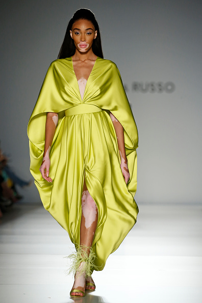 Green Dress「Ralph & Russo : Runway - Paris Fashion Week - Haute Couture Spring/Summer 2020」:写真・画像(15)[壁紙.com]