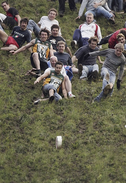 Cheese「Bank Holiday Cheese Rolling Festival」:写真・画像(9)[壁紙.com]