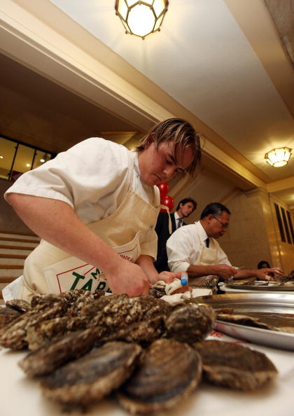 Oli Scarff「British Oyster Opening Championships take place in London」:写真・画像(19)[壁紙.com]